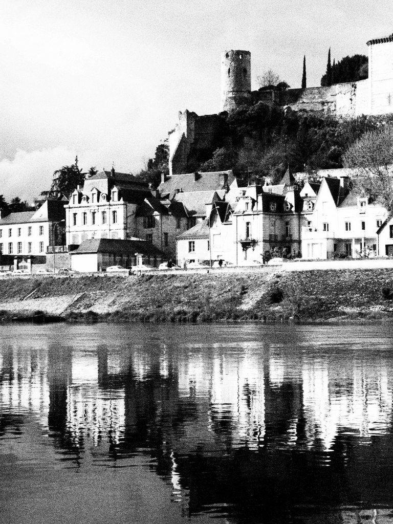 There are many tranquil scenes to visit along the banks of the Vienne river near Chinon.